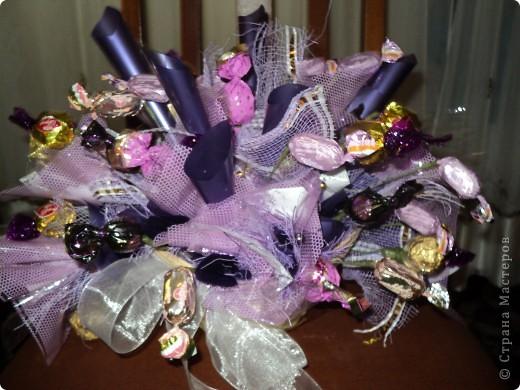 Много букетов из конфет. фото 8