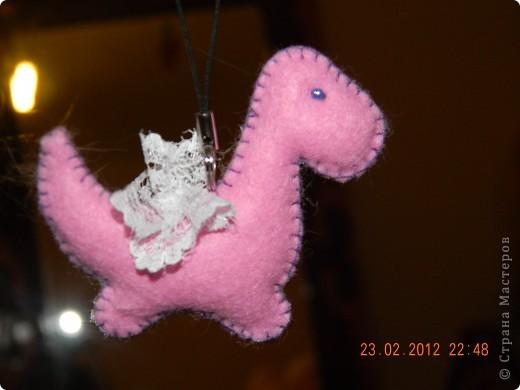 Объёмный брелок динозаврика я делала на Новый Год из фетра.