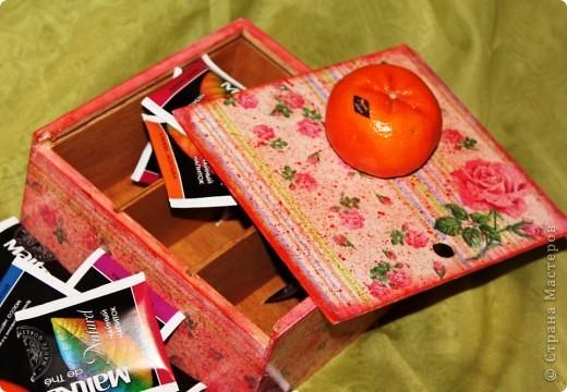 Очередная коробка для чайных пакетиков. Поехала жить, в подарок на 8 марта, к соседке. Говорит понравилось.... мне не очень... фото 1
