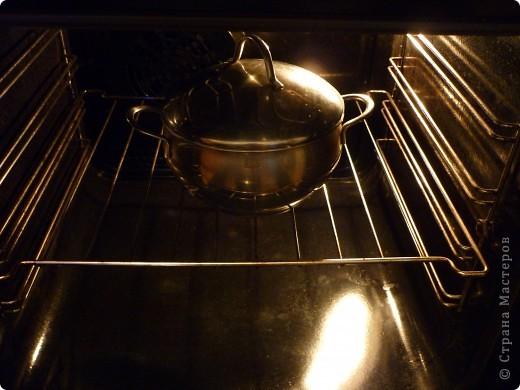 """Рецептов приготовления домашнего творога очень много.Сама всегда делаю на плите,обычным способом. А тут нашла  такой рецепт творога,чтобы было легко,быстро,вкусно и чтобы не стоять над кастрюлей, как """"на посту"""",шаг в сторону и нужно мыть плиту...""""))) Нашла рецепт на кулинарном сайте у Вероники. Спасибо автору большое. Есть вариант приготовления творога совсем простой - кефир замораживают,потом откидывают на марлю размораживаться  ,получается творог. Но мне нравиться все же с термической обработкой.  фото 4"""