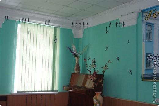 Украшение зала ласточками фото 1
