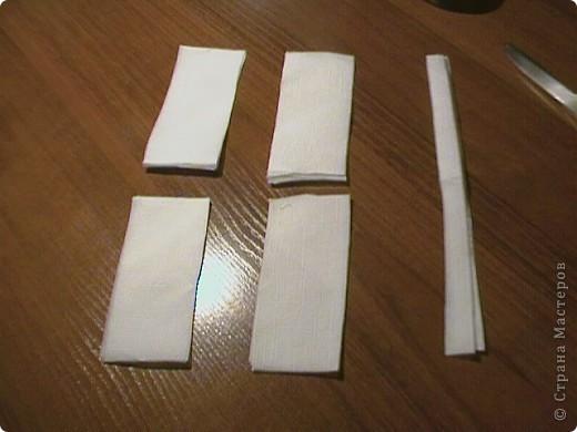 Берём три бумажные( обыкновенные ) салфетки. Не обезательно использовать многослойные. фото 4