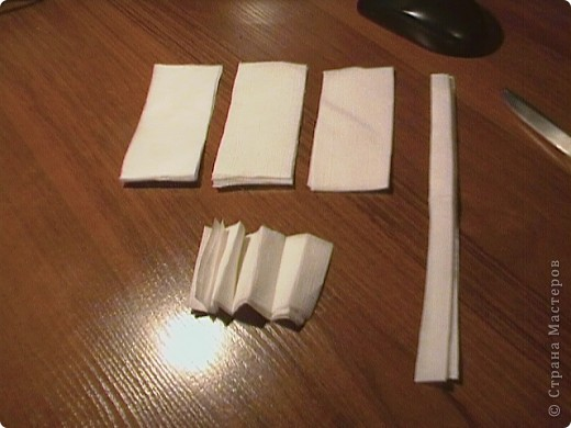 Берём три бумажные( обыкновенные ) салфетки. Не обезательно использовать многослойные. фото 6