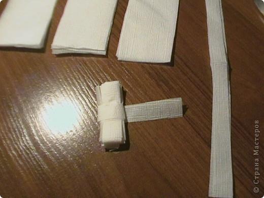 Берём три бумажные( обыкновенные ) салфетки. Не обезательно использовать многослойные. фото 7