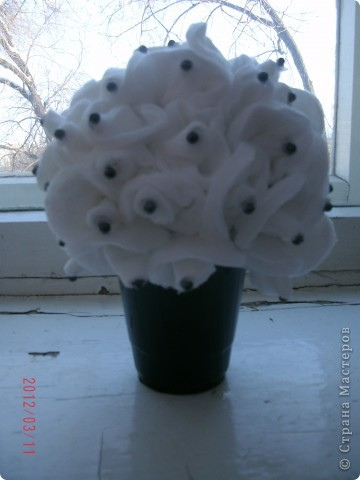 Вот такой замечательный горшочек с цветочками из ватных дисков у меня получился  фото 8