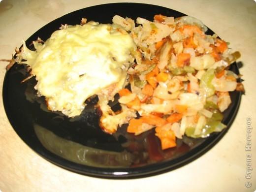 вот в итоге такой быстрый и вкусный обед/ужин.. я где-то читала, что изначально(или его вариант) мясо по-французки готовилось именно с добавлением картофеля. вот такой получился у нас рецепт мяса по-французски. если ошиблась поправьте)  Всем приятного апп!!!!и хорошего дня.  фото 1