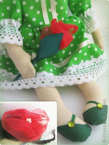 У моей новой куколки Маргариты зеленое платье в горошек, зеленые туфельки с зелеными стразиками... фото 2
