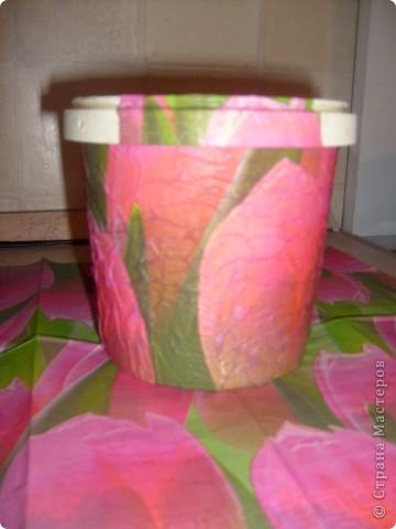 Моя первая работа в технике декупаж,подарила вот такой горшочек для цветов подруге,ей очень понравилось. фото 3