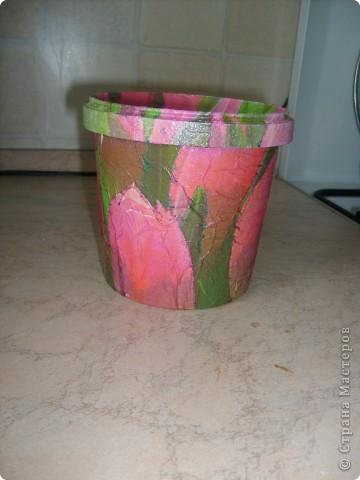 Моя первая работа в технике декупаж,подарила вот такой горшочек для цветов подруге,ей очень понравилось. фото 5