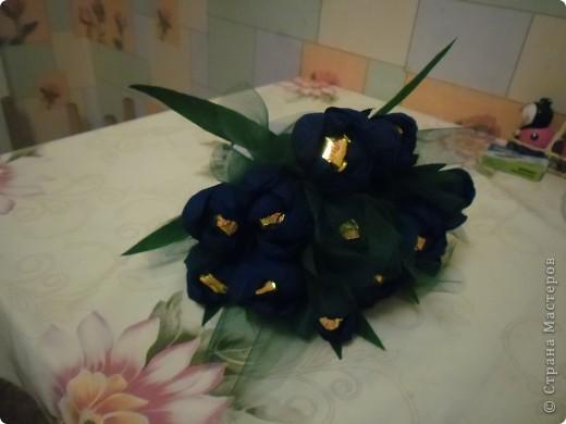 Вот только на фото букет получился с синими цветами, хотя в жизни они были сиреневые. фото 2