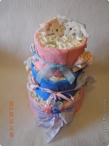 Вот мой первый памперсный торт! очень хотелось смастерить такой! а тут повод нашелся превосходный - у друзей родилась королевская  двойня - Лёнька и Полинка! фото 3