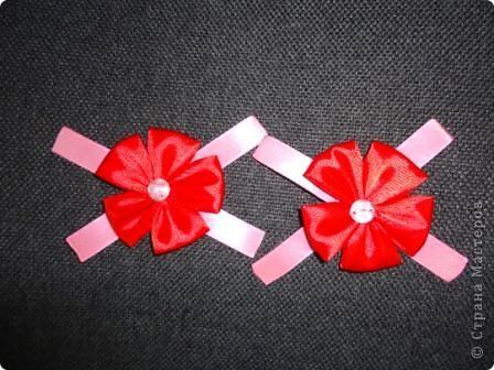 """Увлеклись с девчонками изготовлением различных поделок в технике """"канзаши"""". В декабре была на курсах, присутствующим там показала небольшой мастер-класс по изготовлению бантиков и цветов. Что получилось - судить Вам."""