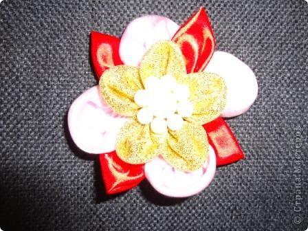 """Увлеклись с девчонками изготовлением различных поделок в технике """"канзаши"""". В декабре была на курсах, присутствующим там показала небольшой мастер-класс по изготовлению бантиков и цветов. Что получилось - судить Вам. фото 8"""