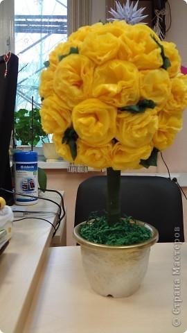 """Сделала коллегам подарок - """"дерево счастья"""". Огромное спасибо землячке - Марии Кац https://stranamasterov.ru/node/275438. Смотрится на столе как маленькое солнышко. Радует и всех приходящих и нас! фото 1"""