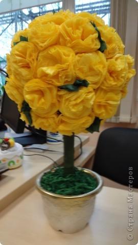 """Сделала коллегам подарок - """"дерево счастья"""". Огромное спасибо землячке - Марии Кац https://stranamasterov.ru/node/275438. Смотрится на столе как маленькое солнышко. Радует и всех приходящих и нас! фото 2"""