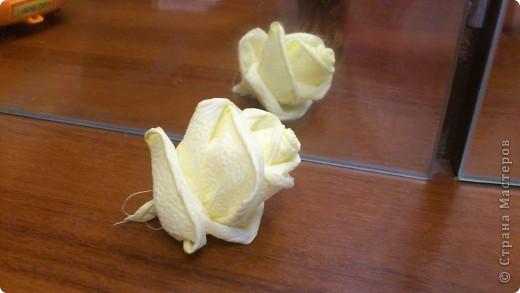 По просьбам желающих сделала МК Деревца из роз.Сразу оговорюсь, своего почти ничего не выдумала,всё нашла в нашей Стране,отличный МК роз есть у ...Валентины...,огромное ей СПАСИБО! Просто покажу как это делаю я. Итак начнём... фото 13