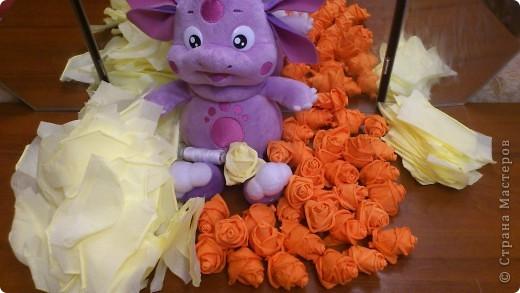 По просьбам желающих сделала МК Деревца из роз.Сразу оговорюсь, своего почти ничего не выдумала,всё нашла в нашей Стране,отличный МК роз есть у ...Валентины...,огромное ей СПАСИБО! Просто покажу как это делаю я. Итак начнём... фото 14
