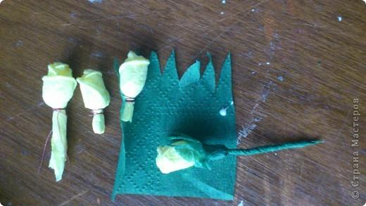 По просьбам желающих сделала МК Деревца из роз.Сразу оговорюсь, своего почти ничего не выдумала,всё нашла в нашей Стране,отличный МК роз есть у ...Валентины...,огромное ей СПАСИБО! Просто покажу как это делаю я. Итак начнём... фото 17