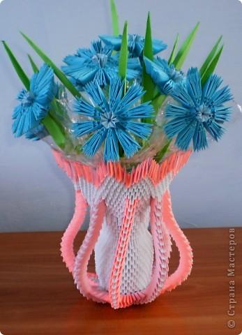 Цветы в вазе сделаны по схеме