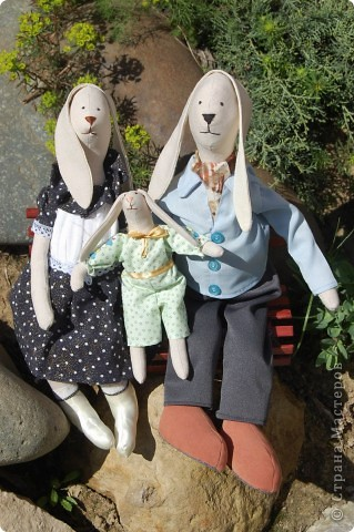 Семейка Зайцев Высота папы- 50 см Лавочка- ручная работа,сосна фото 1
