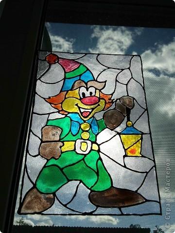 Здравствуйте, купили летом витражные краски Луч и украсили окна в доме у тёщи. фото 2