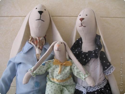 Семейка Зайцев Высота папы- 50 см Лавочка- ручная работа,сосна фото 2