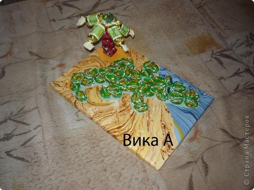 Здравствуйте, дорогие жители! Предлагаю вашему вниманию мой способ упаковки детских подарков. Я и раньше использовала конфеты в упаковке (шоколадные сердечки для девочек, монетки для мальчиков), но СМ дала мне вдохновение продвинуться дальше. Сына пригласили на день рождения на лазерные бои - вот и тема для оружия! фото 4