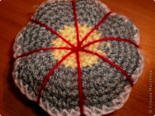 """Моя первая игольница, в технике """"вязание крючком."""" Вязала её, примерно 1 час. Вот что вышло: фото 4"""