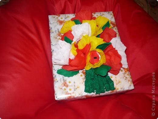 Здравствуйте, дорогие жители! Предлагаю вашему вниманию мой способ упаковки детских подарков. Я и раньше использовала конфеты в упаковке (шоколадные сердечки для девочек, монетки для мальчиков), но СМ дала мне вдохновение продвинуться дальше. Сына пригласили на день рождения на лазерные бои - вот и тема для оружия! фото 5