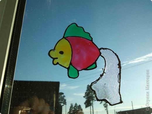 Здравствуйте, купили летом витражные краски Луч и украсили окна в доме у тёщи. фото 4