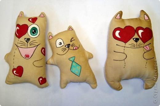 Этих котяшек подсмотрела у Freakish, за что огромное спасибо. Я просто влюбилась в этих обормотиков. Ну как их можно не любить!!! Вот мое трио ))) фото 1