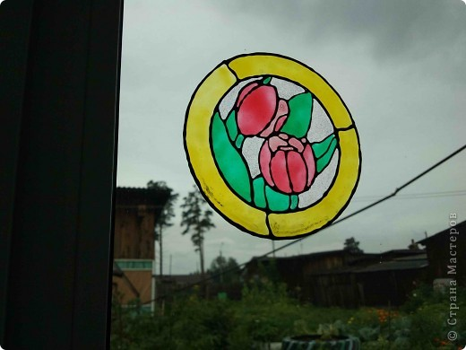 Здравствуйте, купили летом витражные краски Луч и украсили окна в доме у тёщи. фото 6