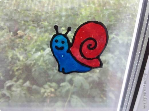 Здравствуйте, купили летом витражные краски Луч и украсили окна в доме у тёщи. фото 8