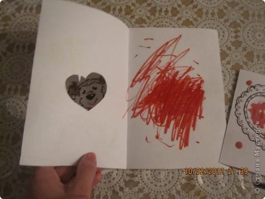 открытки на 14 февраля. я распечатала картинки, вырезала сердечки, предложила сыну зарисовать внутреннею часть открытки. фото 2