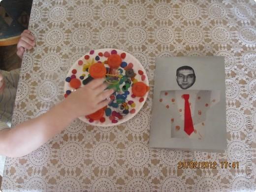открытки на 14 февраля. я распечатала картинки, вырезала сердечки, предложила сыну зарисовать внутреннею часть открытки. фото 5
