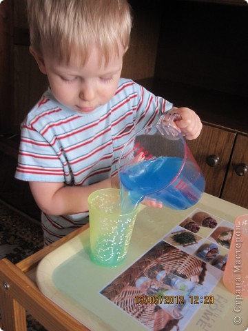 Ну очень интересно наливать цветную воду в стакан!!!! фото 1