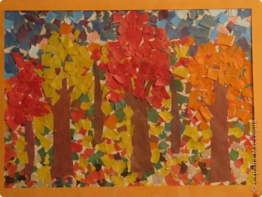 """Такой """"Осенний пейзаж"""" сделала моя дочка в 4 года 8 мес. в студии """"Разноцветные ладошки"""" (преподаватель Савенкова Ольга Альбертовна). Эта работа выставлялась на городской конкурс детских работ. фото 2"""