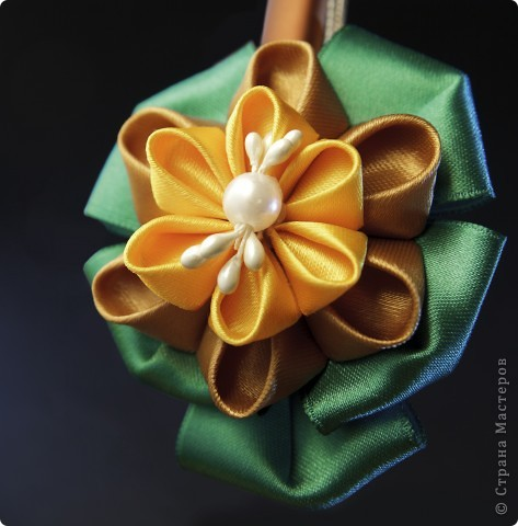 я сделала этот цветок на 3-й день после моего первого знакомства с канзаши )  фото 20