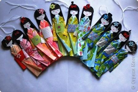 Как и обещала выставляю на Ваш суд свою куколку. Прочитать о ней можно Хина - мацури японский праздник куколок... https://stranamasterov.ru/node/328756 и Бумажная кукла Киогами https://stranamasterov.ru/node/244711?k=all&u=28426. Расцветка одежды такой куклы зависит только от Вашей фантазии и наличия  материалов. фото 1