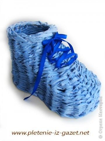 Поделка изделие Плетение Видео МК по плетению из газет ботинка Бумага газетная фото 5