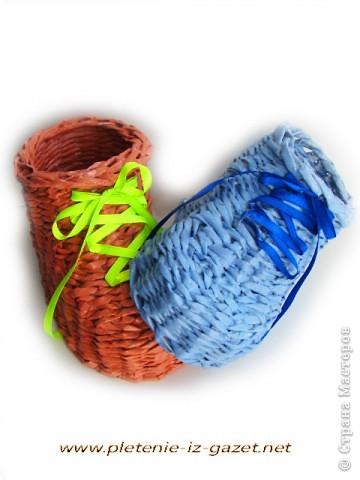 Поделка изделие Плетение Видео МК по плетению из газет ботинка Бумага газетная фото 3