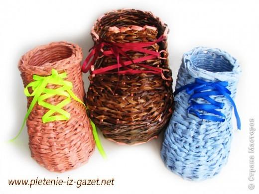 Поделка изделие Плетение Видео МК по плетению из газет ботинка Бумага газетная фото 2