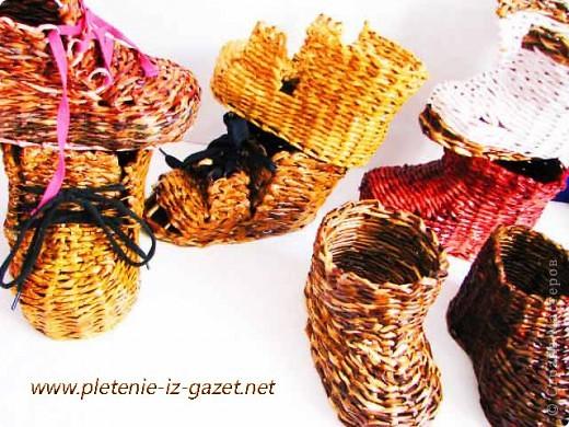 Поделка изделие Плетение Видео МК по плетению из газет ботинка Бумага газетная фото 1