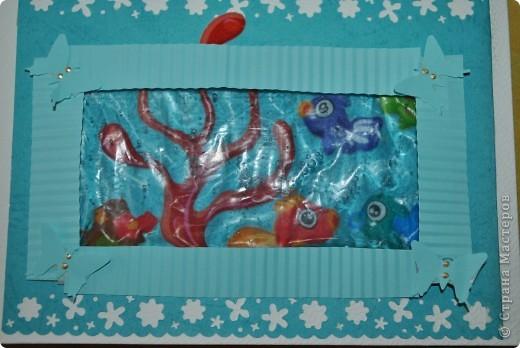 Открытка для девочки, которая очень любит рыбок)))) в дебрях Инета подглядела я идейку и чуть доработав, получилась вот такая красота)))) рыбки-наклейки, а сам аквариум сделан из зип-пакета и геля для душа...  фото 1