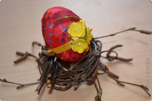 На прошлом занятии, до каникул мы делали корзиночки. А сегодня декорировали яйца. В технике декупаж фото 16