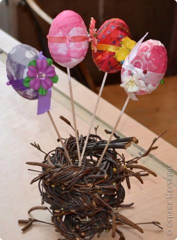 На прошлом занятии, до каникул мы делали корзиночки. А сегодня декорировали яйца. В технике декупаж фото 13