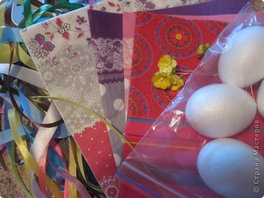 На прошлом занятии, до каникул мы делали корзиночки. А сегодня декорировали яйца. В технике декупаж фото 3