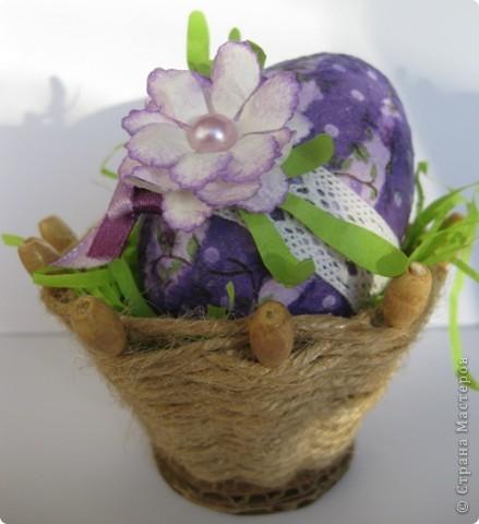 На прошлом занятии, до каникул мы делали корзиночки. А сегодня декорировали яйца. В технике декупаж фото 1