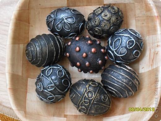 Здравствуйте, Мастерицы! Я снова с работами в технике пейп-арт. И снова это Пасхальные сувениры - яйца. фото 10