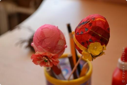 На прошлом занятии, до каникул мы делали корзиночки. А сегодня декорировали яйца. В технике декупаж фото 8